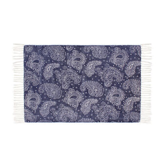 Bath mat with feather print