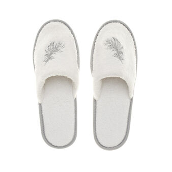 100% cotton slippers embroidered with feathers.