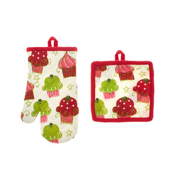 Oven mitt and pot holder set with Cupcakes print