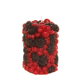 Cylindrical candle with forest fruits