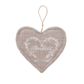 Decorative, heart-shaped pot holder