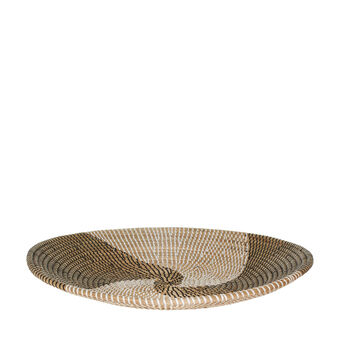 Seagrass centrepiece with coiled pattern