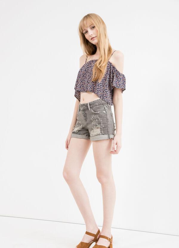 Shorts di jeans regular fit strappi | OVS