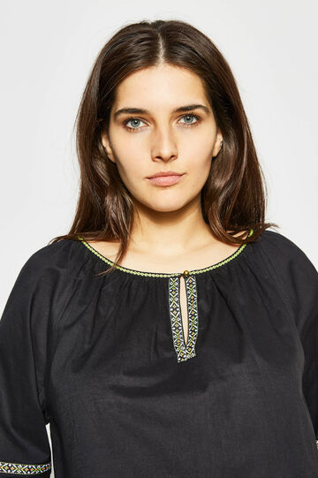 Curvy blouse in cotton with embroidery