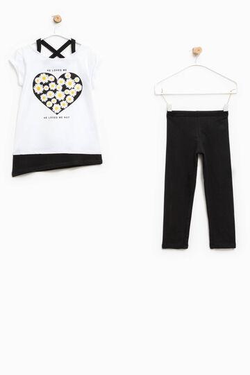 Completo t-shirt stampata e leggings