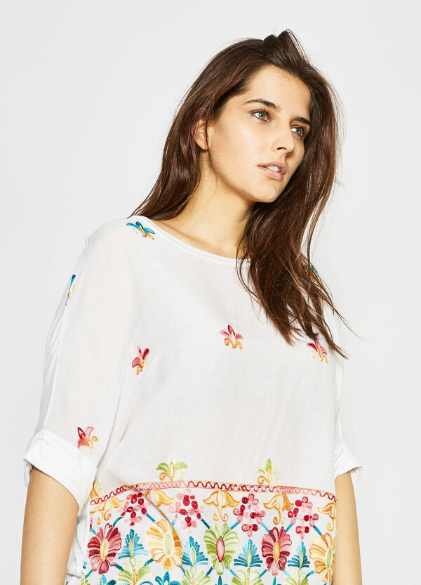 Curvy blouse with raw edges and embroidery | OVS