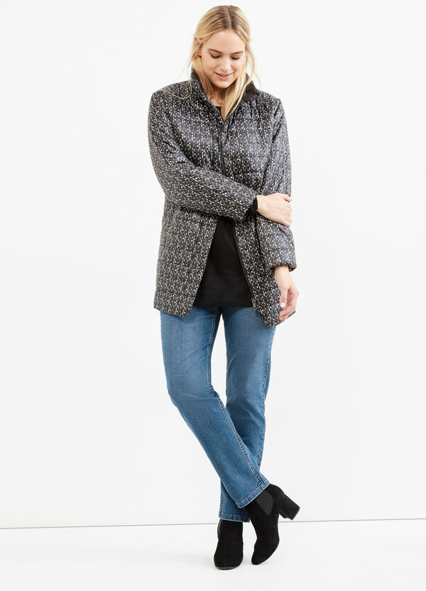Curvy patterned down jacket with high neck | OVS