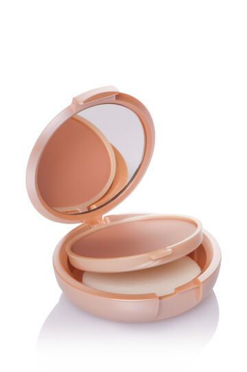 Medium coverage compact foundation