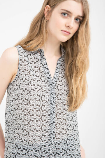 Sleeveless shirt with overlap