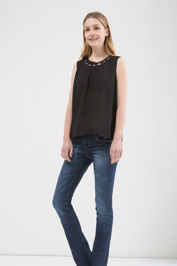Sleeveless blouse with vent