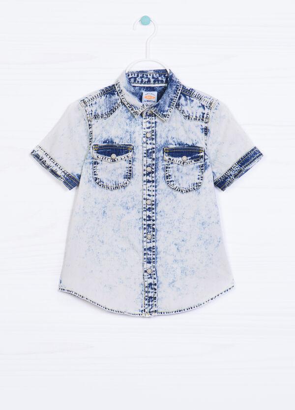 Camicia jeans delavé con stampa | OVS