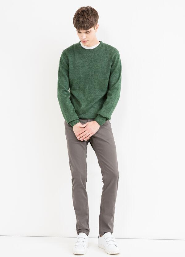 Pantalón en algodón elástico en color liso | OVS