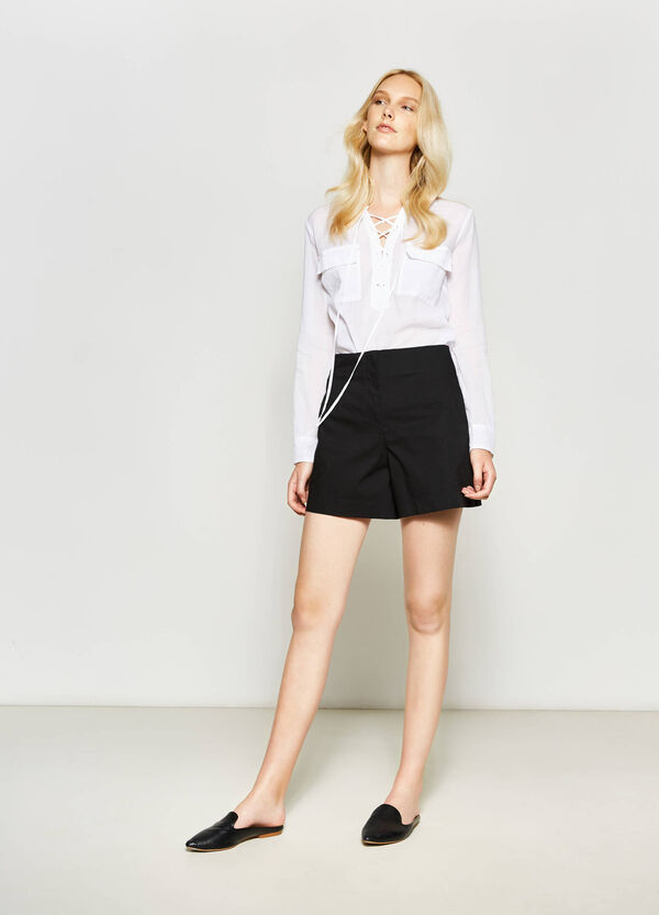 Solid colour, high-waisted stretch shorts | OVS