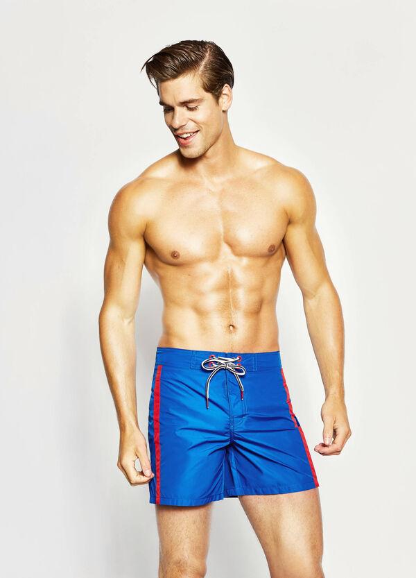 Pantaloncini mare con bande a contrasto | OVS