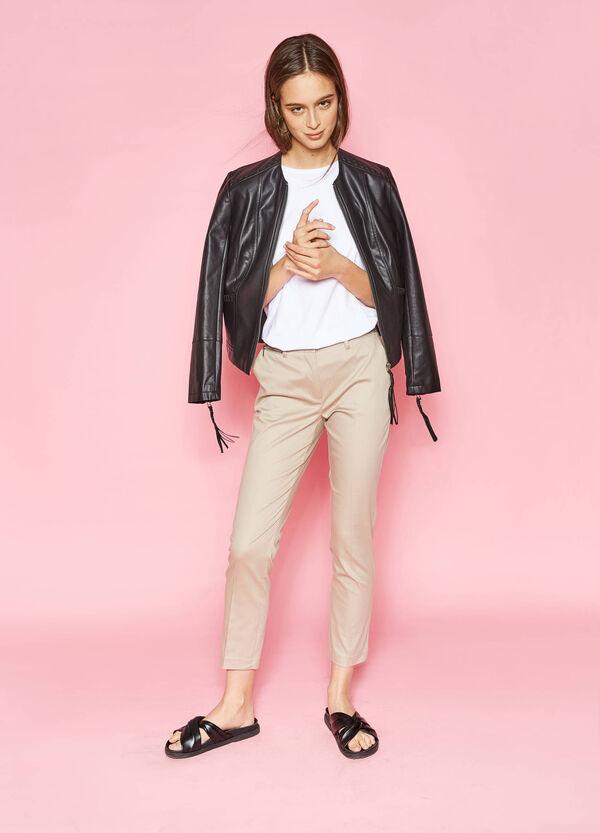 Pantaloni con piega e zip su lato | OVS