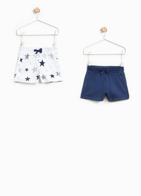 Pack de dos shorts en color liso y con estampado de estrellas | OVS