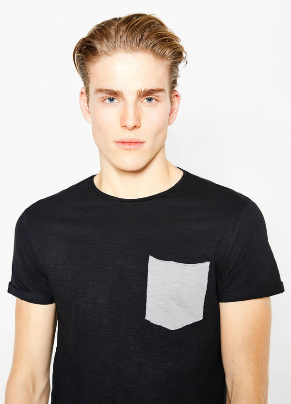 T-shirt in puro cotone con taschino | OVS