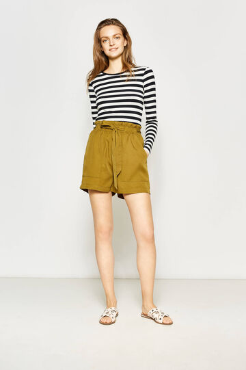 High-waisted shorts with belt