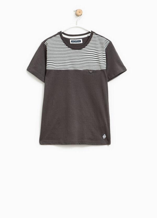 T-shirt rigata con taschino | OVS
