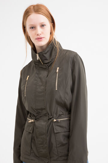 Curvy parka with zipper pockets.