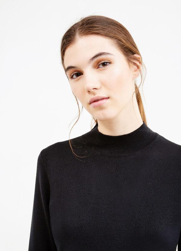 Jersey con cuello alto y canalé | OVS