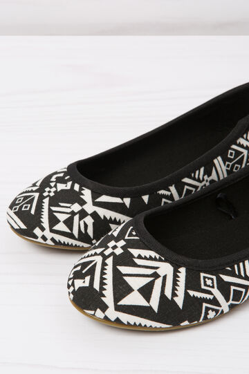 Patterned ballerina flats with round toe