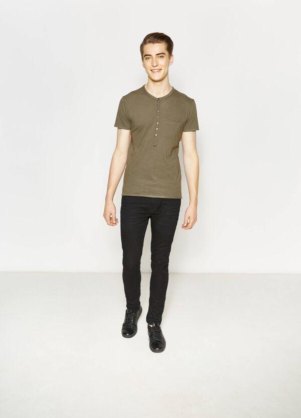 T-shirt in cotone con taglio al vivo | OVS