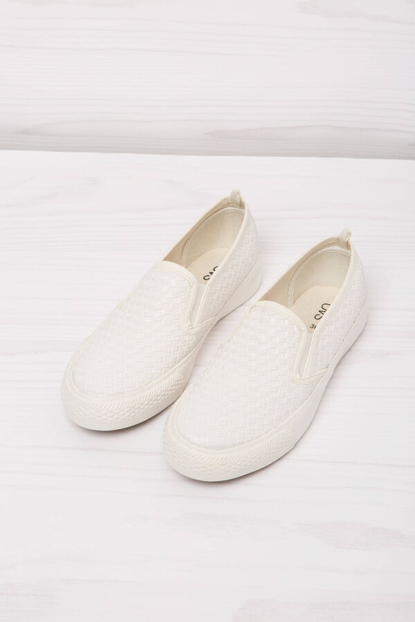 Solid colour slip-ons with woven motif | OVS