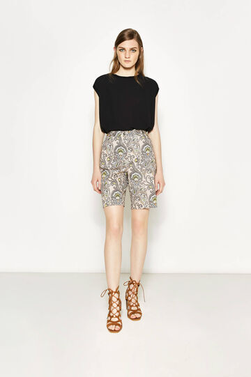High-waisted Bermuda shorts with paisley pattern