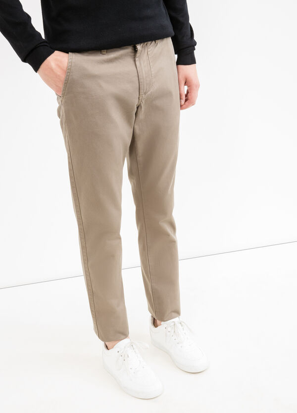 Pantaloni chino regular fit tinta unita | OVS