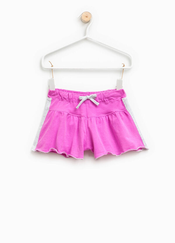 Shorts with contrasting colour bands   OVS