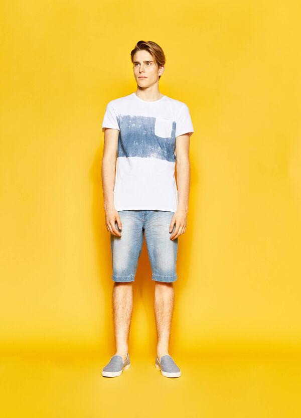 T-shirt stampata con taschino | OVS
