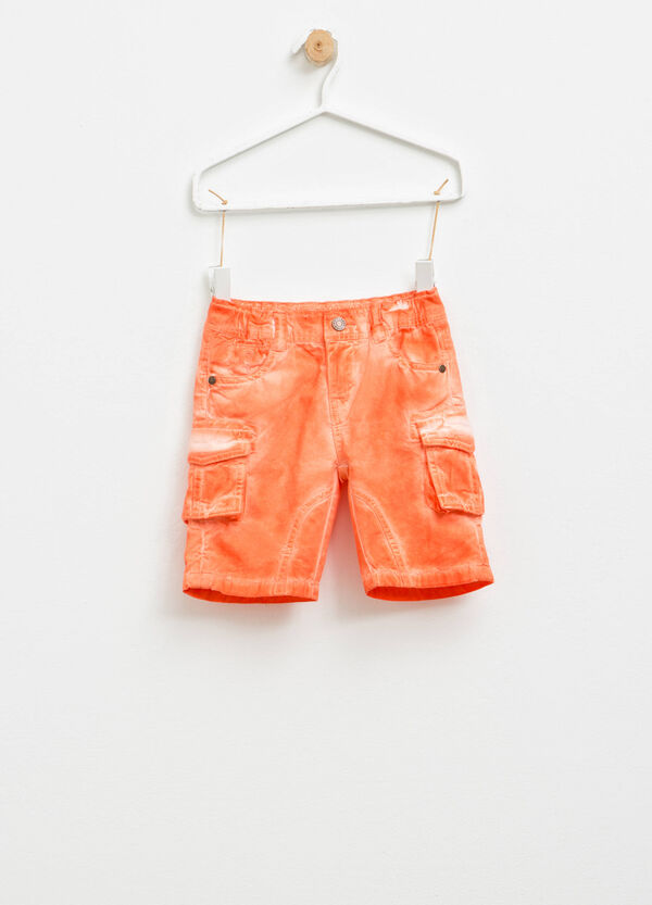 Misdyed-effect cargo Bermuda shorts | OVS