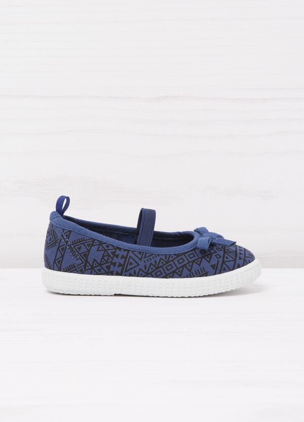 Geometric patterned slip-ons | OVS