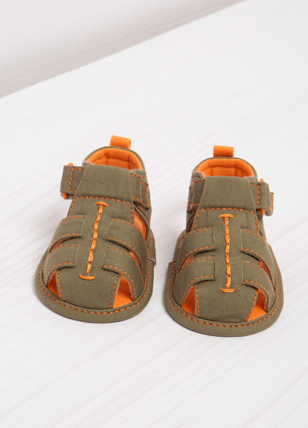Sandals with contrasting colour lining. | OVS