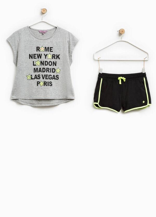 Completo t-shirt e shorts stampati | OVS