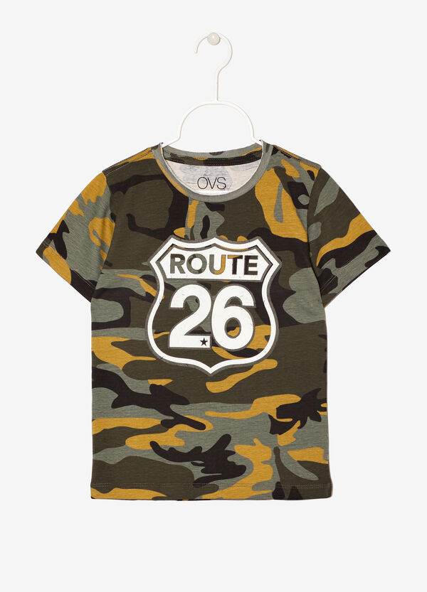 T-shirt camouflage con stampa | OVS