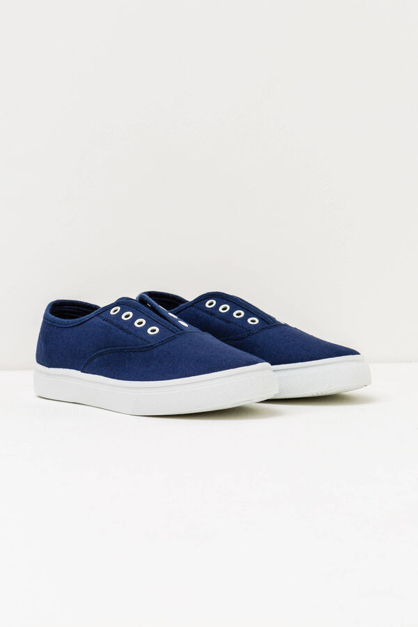 Slip-on shoes with contrasting sole | OVS