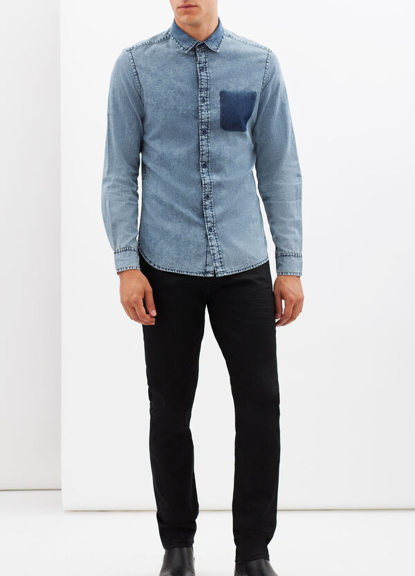 Slim fit shirt with pocket. | OVS