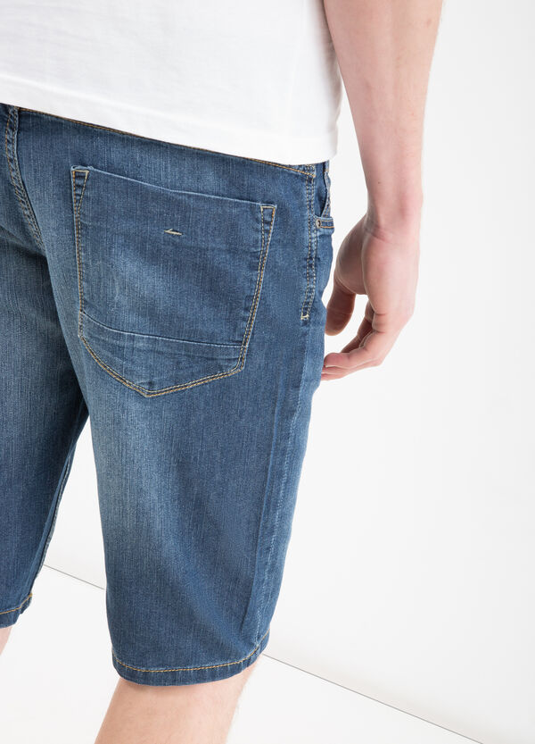 Slim-fit worn denim Bermuda shorts | OVS