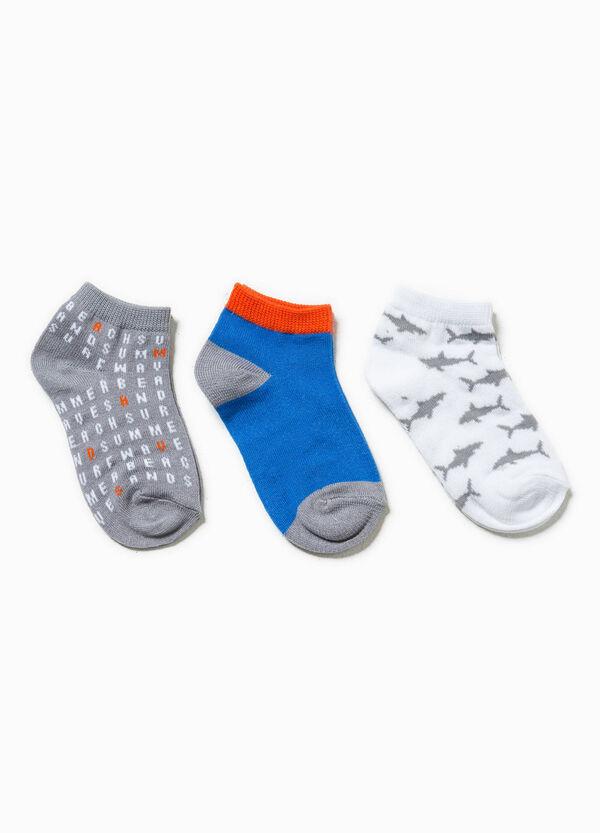 Pack de tres pares de calcetines en color liso y con estampado | OVS