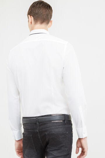 Elegant slim-fit shirt with cufflink holes