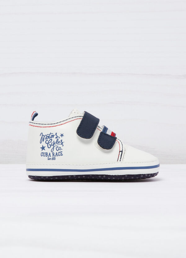 Shoes with printed lettering. | OVS