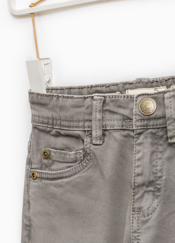 Solid colour slim-fit chino trousers | OVS