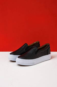 Slip-on shoes with contrasting sole, Black, hi-res