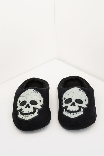 Zapatillas de casa de tela con parche de calavera, Negro, hi-res