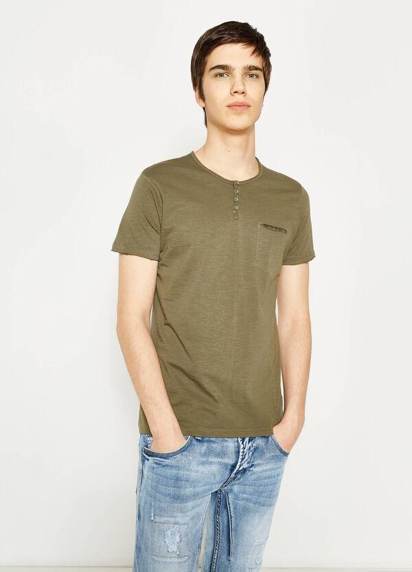 T-shirt taglio al vivo con taschino | OVS