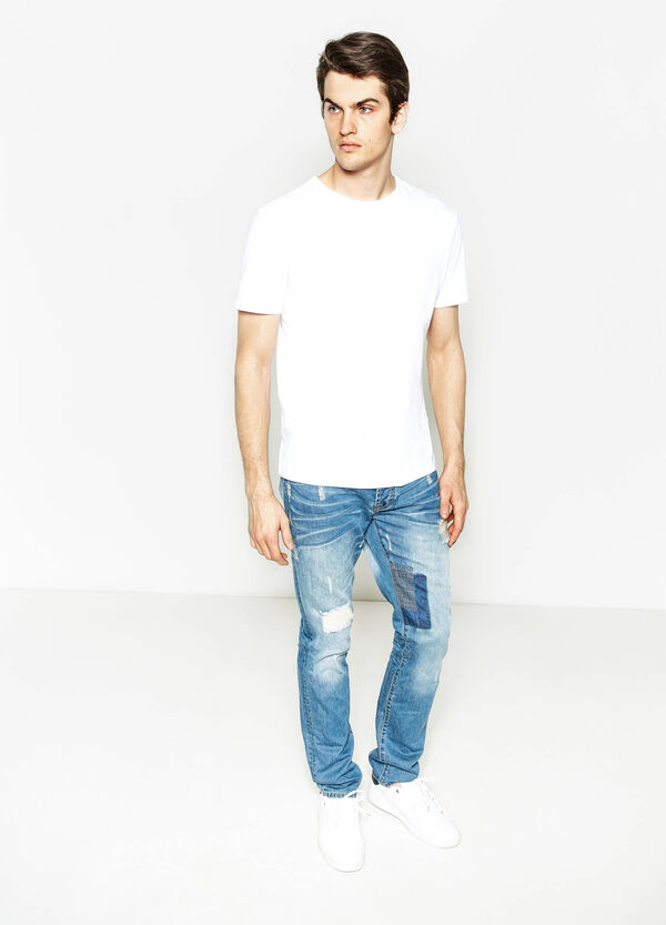Straight-fit worn-effect jeans with rips | OVS