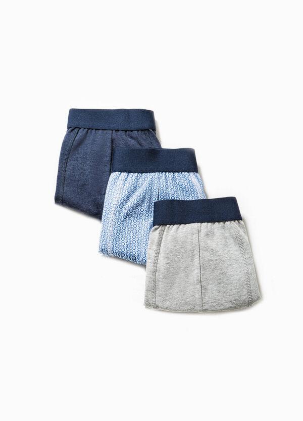Pack de tres bóxers en color liso y con estampado geométrico | OVS
