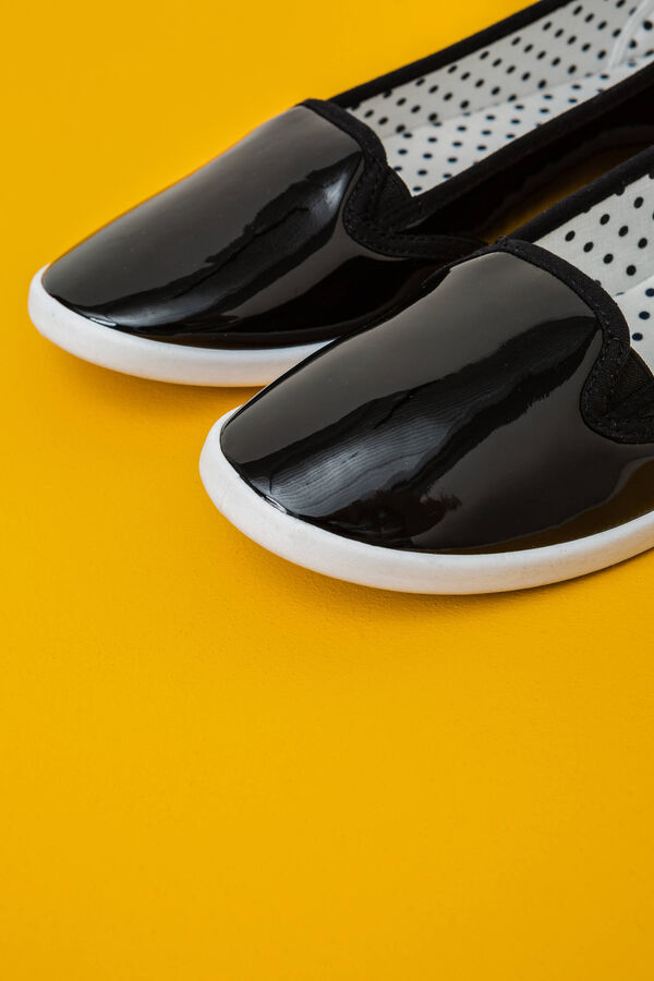 Slip-ons with shiny upper | OVS